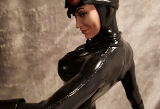 Catwoman Steals The Show On King of Statues 17