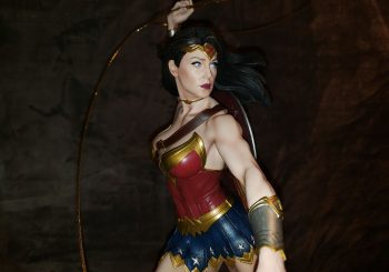 Wonder Woman Lassos Onto King Of Statues 29