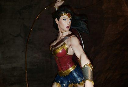 Wonder Woman Lassos Onto King Of Statues 29