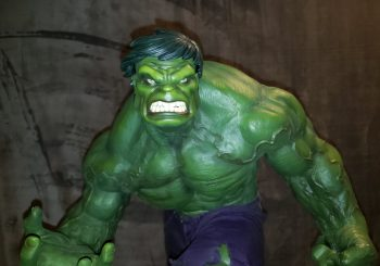Incredible Hulk Demolishes King Of Statues 34