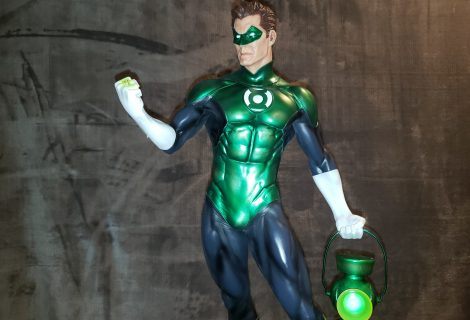 Green Lantern Shines Bright On King Of Statues 40